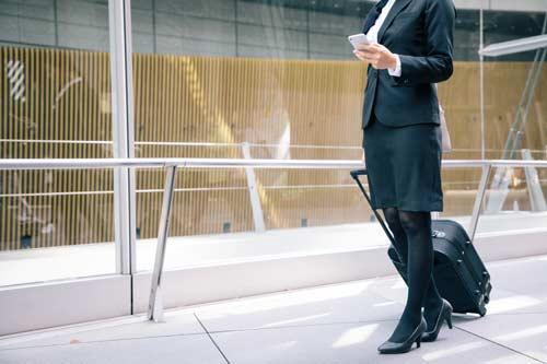 Fußgänger mit Smartphone