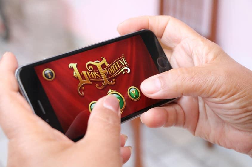 Smartphone Game als Ablenkung