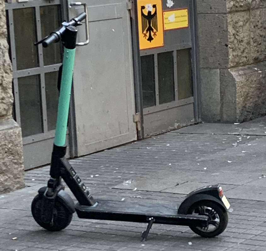 E-Scooter am Straßenrand in Hamburg