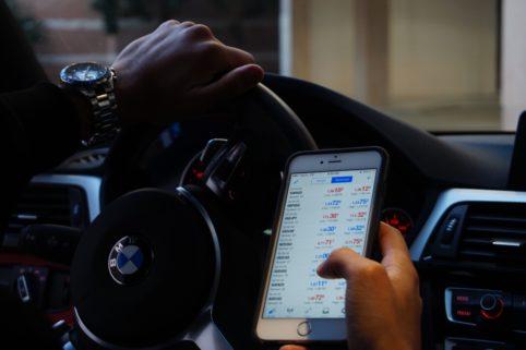 Autofahren - So gefährlich ist der Blick auf das Smartphone